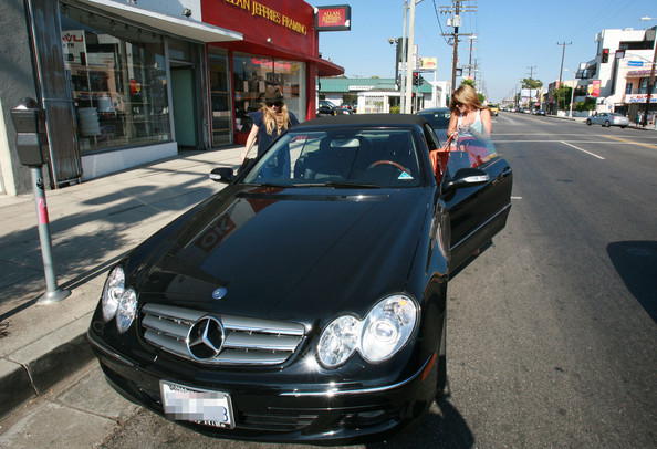 Another Fan Of The Mercedes Benz Here We See Fashionista And Tv Reality Star Lauren Conrad Of The Hills Fame Driving To Her Lunch With The Girls Date